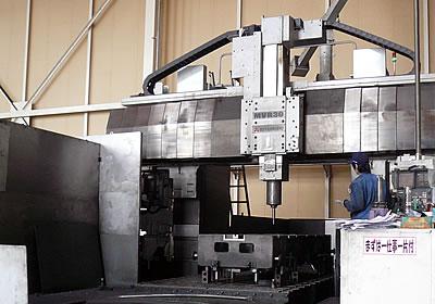門軸5面加工機プラノマシセン(写真)